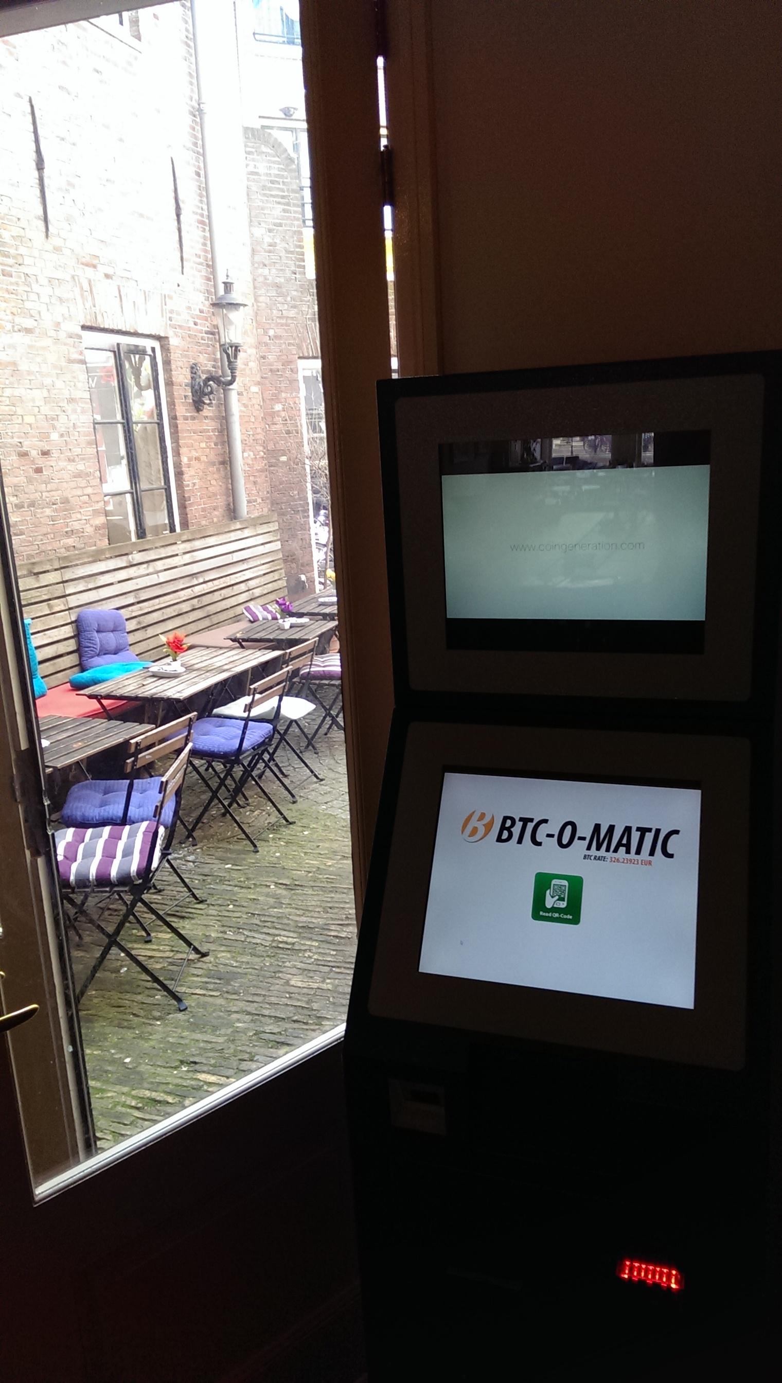 Bitcoin-ATM-van-binnen-donkerder-1520x2688